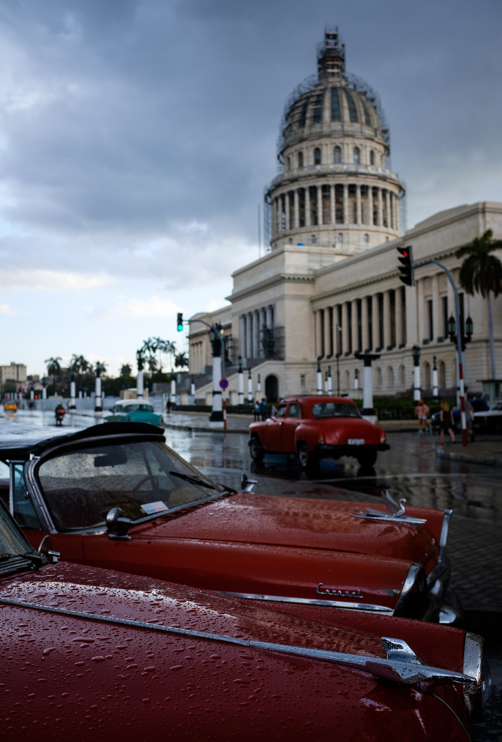 Old Classic cars and the Havana Capitol