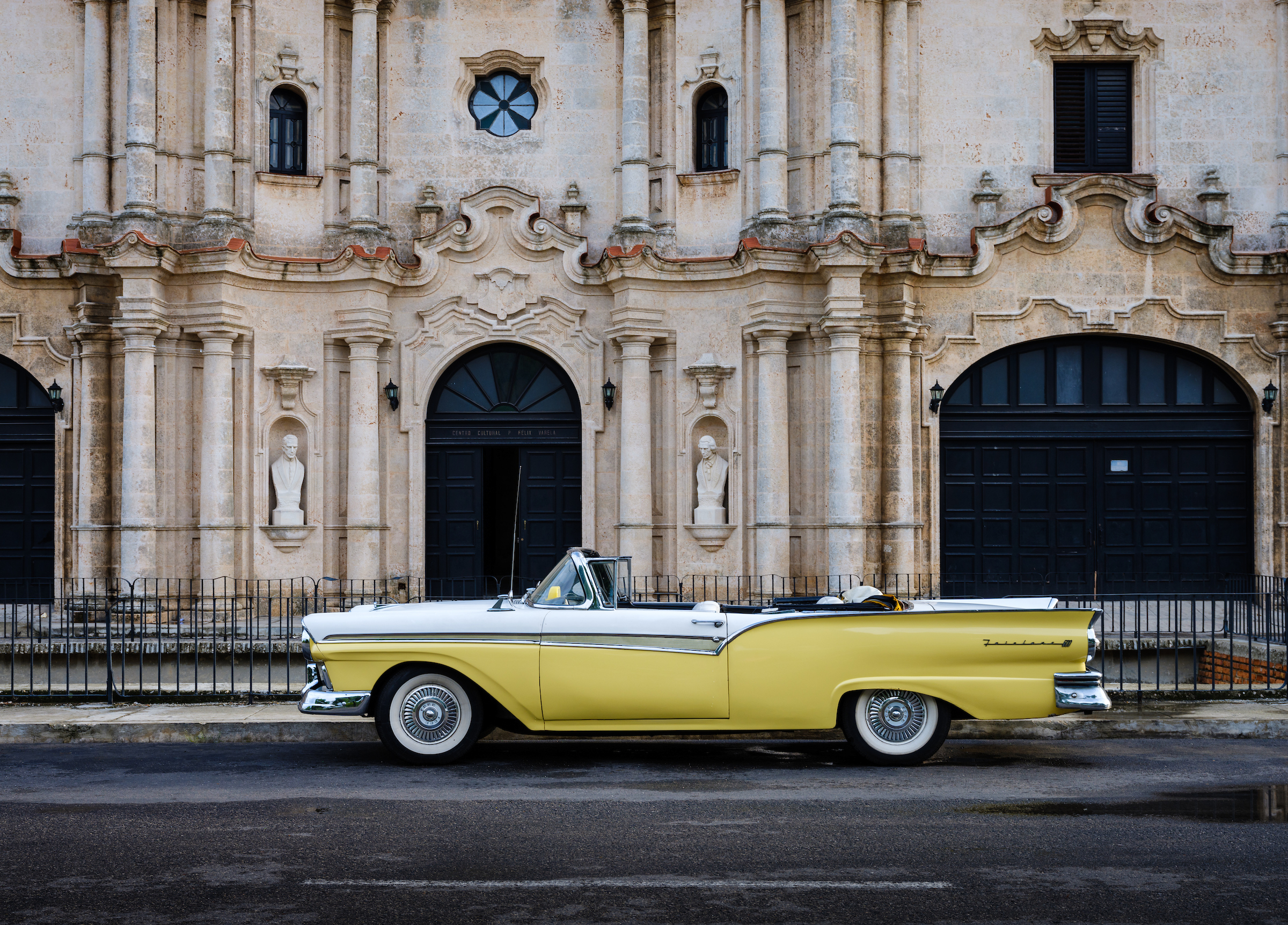 Ford Fairlane in Havana
